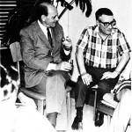 En su casa de Caracas en 1970 con el comandante Soutomaior, quien dirigió el secuestro del buque Santa María como protesta contra las dictaduras española y portuguesa.