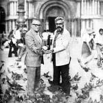 Celso Emilio y Basilio Losada en la Plaza de San Marcos en Venecia,  adonde acudieron a un congreso de escritores en 1975.