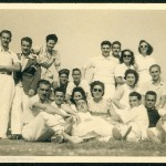 Celso Emilio, standing up second from left, with Moraima and a group of friends on holiday in Sanxenxo in August 1943