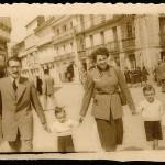 Celso Emilio y Moraima con sus hijos mayores, Luís y Xosé María, en 1954 (Foto José Tilve).
