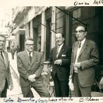 Baldomero Fernández e Celso Emilio, o segundo pola esquerda, entre outros amigos, fotografados por Eduardo Blanco Amor en Ourense.