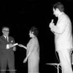 Entrega de premios en 1967 na Hermandad Gallega de Caracas, onde Celso Emilio exercía o cargo de director de Cultura, responsable da publicación Irmandade, o programa de radio e a Escola Castelao.