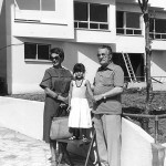 With Moraima and his grandaughter Raquel. San Xurxo, on August 25, 1979. This one is the last photography of the poet.
