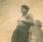 """Moraima, mujer de Celso Emilio, recordaba que esta imagen era de la época en la que se conocieron. En la dedicatoria autografiada se lee """"Para todos vosotros con el cariño infinito que os profesa, Celso Emilio Ferreiro. Oviedo 13-11-38""""."""