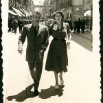 Celso Emilio e Moraima na rúa do Príncipe en 1951, cando se instalan a vivir en Vigo (Foto Company, Vigo).